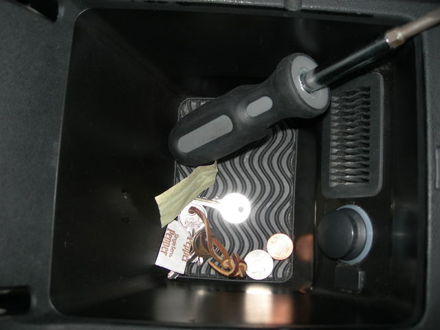 Console under armrest on 2003 USA 9-3 SS Linear